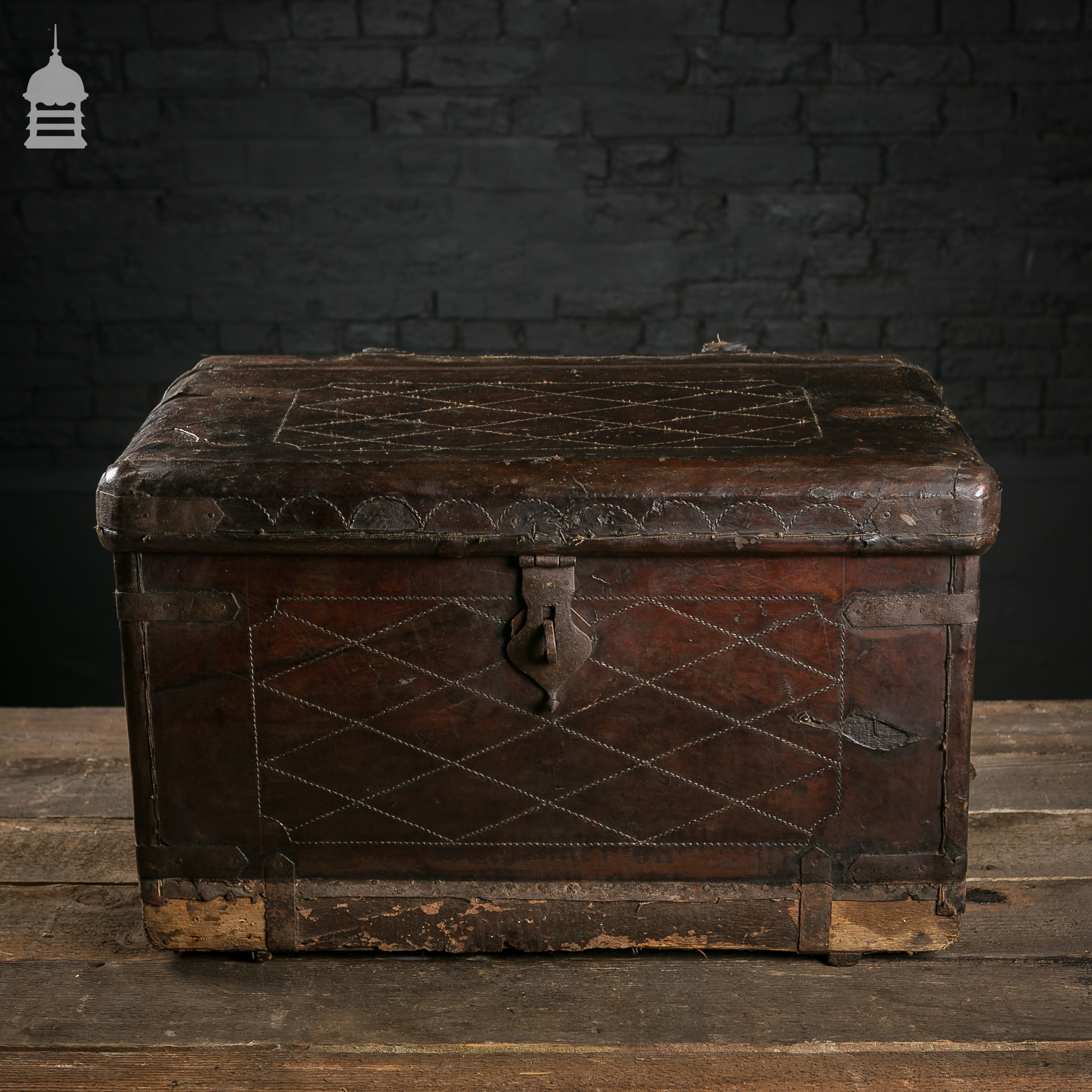 Beautiful Victorian Brown Leather Luggage Chest Trunk with Original Handles 2