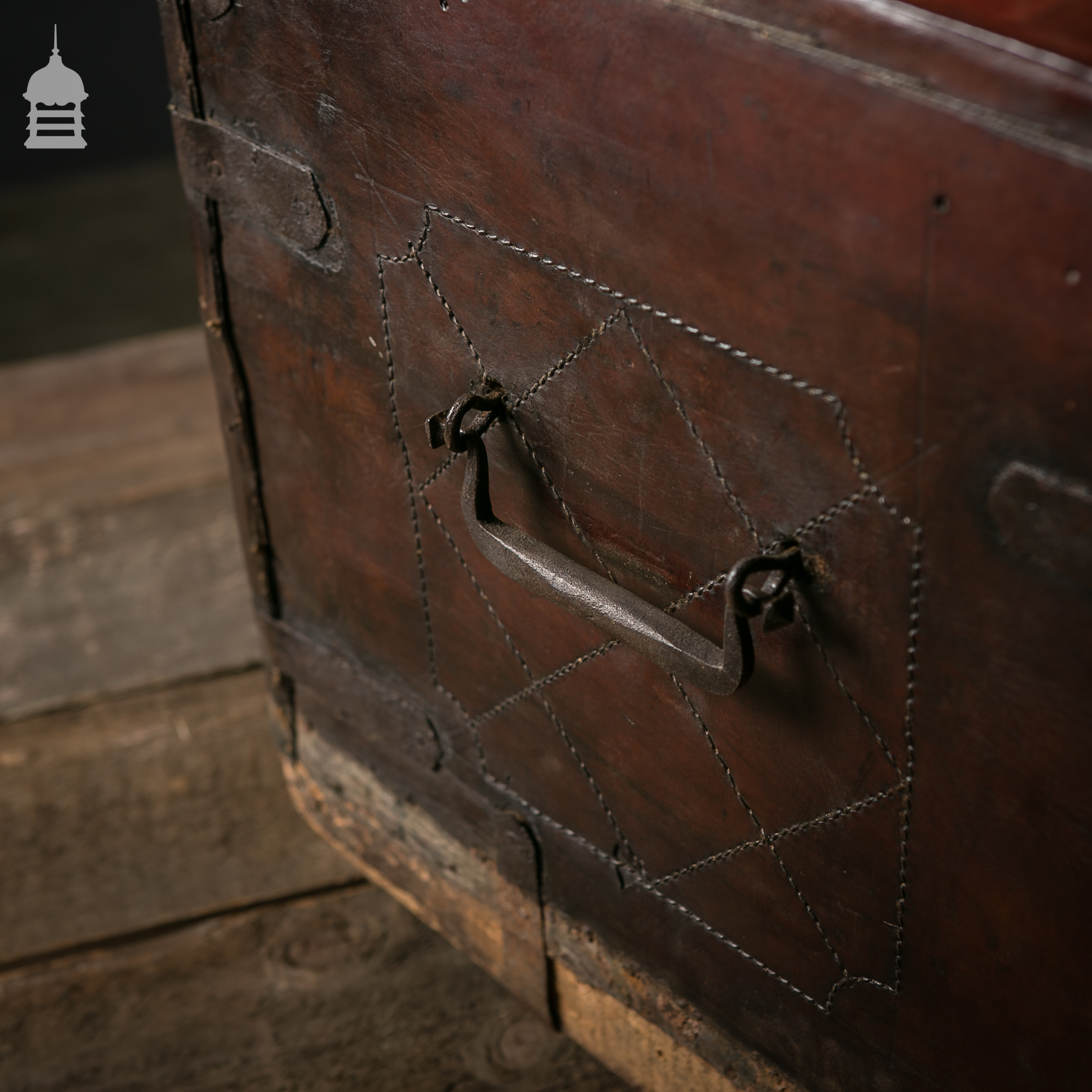 Beautiful Victorian Brown Leather Luggage Chest Trunk with Original Handles 7