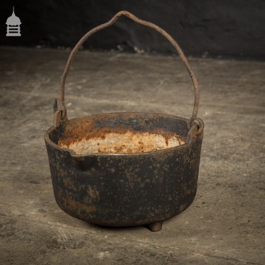 Cast Iron Cauldron Cooking Pot with Three Legs
